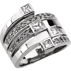 14K White 1 1/3 CTW Diamond Right Hand Ring