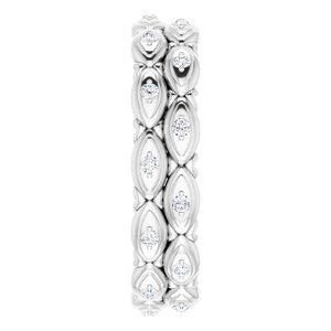 https://meteor.stullercloud.com/das/72379192?obj=metals&obj.recipe=white&obj=stones/diamonds/g_Accent&$standard$