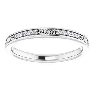 https://meteor.stullercloud.com/das/72444635?obj=metals&obj.recipe=white&obj=stones/diamonds/g_Center&$standard$