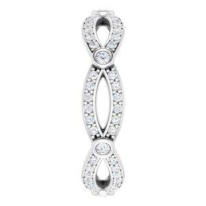 https://meteor.stullercloud.com/das/72858781?obj=metals&obj.recipe=white&obj=stones/diamonds/g_Center&obj=stones/diamonds/g_Accent&$standard$