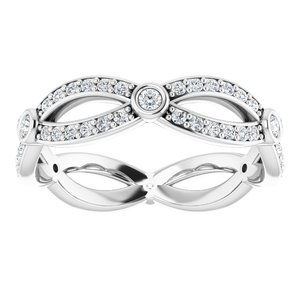 https://meteor.stullercloud.com/das/72858801?obj=metals&obj.recipe=white&obj=stones/diamonds/g_Center&obj=stones/diamonds/g_Accent&$standard$