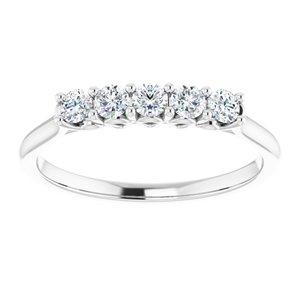 https://meteor.stullercloud.com/das/73035848?obj=metals&obj.recipe=white&obj=stones/diamonds/g_Center&obj=stones/diamonds/g_Side%201&obj=stones/diamonds/g_Side%202&$standard$