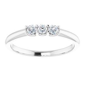https://meteor.stullercloud.com/das/73051038?obj=metals&obj.recipe=white&obj=stones/diamonds/g_Center&obj=stones/diamonds/g_Side&$standard$