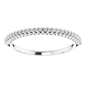 https://meteor.stullercloud.com/das/73051223?obj=metals&obj.recipe=white&obj=stones/diamonds/g_Accent&$standard$