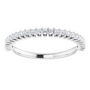 https://meteor.stullercloud.com/das/73051393?obj=metals&obj.recipe=white&obj=stones/diamonds/g_Accent&$standard$