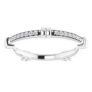 https://meteor.stullercloud.com/das/73101769?obj=metals&obj.recipe=white&obj=stones/diamonds/g_Accent&$standard$