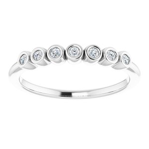 https://meteor.stullercloud.com/das/73126293?obj=metals&obj.recipe=white&obj=stones/diamonds/g_Accent&$standard$