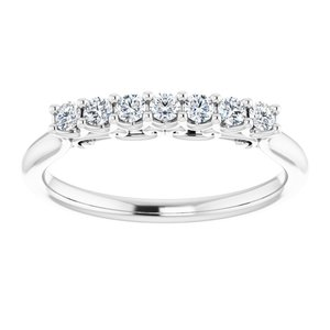 https://meteor.stullercloud.com/das/73143492?obj=metals&obj.recipe=white&obj=stones/diamonds/g_Accent&$standard$