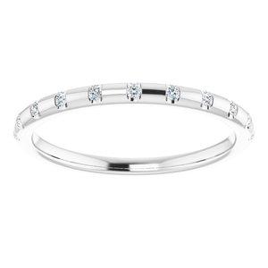 https://meteor.stullercloud.com/das/73178029?obj=metals&obj.recipe=white&obj=stones/diamonds/g_Accent&$standard$