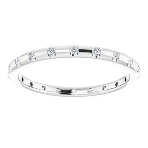 https://meteor.stullercloud.com/das/73191420?obj=metals&obj.recipe=white&obj=stones/diamonds/g_Accent&$standard$
