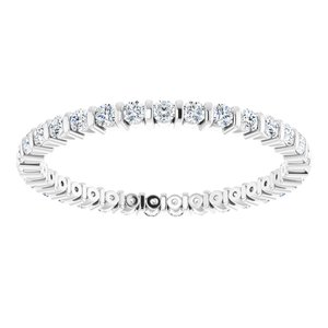 https://meteor.stullercloud.com/das/73197265?obj=metals&obj.recipe=white&obj=stones/diamonds/g_Accent&$standard$