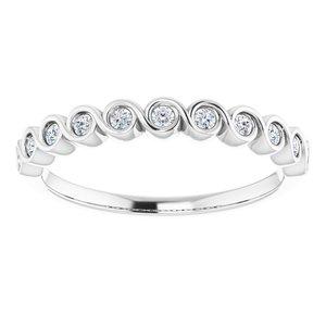 https://meteor.stullercloud.com/das/73201180?obj=metals&obj.recipe=white&obj=stones/diamonds/g_Accent&$standard$