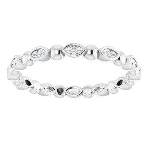 https://meteor.stullercloud.com/das/73206067?obj=metals&obj.recipe=white&obj=stones/diamonds/g_Accent&$standard$