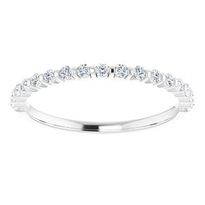 https://meteor.stullercloud.com/das/73210462?obj=metals&obj.recipe=white&obj=stones/diamonds/g_Accent&$standard$