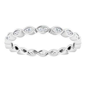 https://meteor.stullercloud.com/das/73212871?obj=metals&obj.recipe=white&obj=stones/diamonds/g_Accent&$standard$