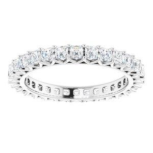 https://meteor.stullercloud.com/das/73229704?obj=metals&obj.recipe=white&obj=stones/diamonds/g_Accent&$standard$