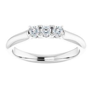 https://meteor.stullercloud.com/das/73298386?obj=metals&obj.recipe=white&obj=stones/diamonds/g_Stone%201&obj=stones/diamonds/g_Stone%202&obj=stones/diamonds/g_Stone%203&$standard$