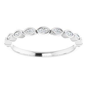 https://meteor.stullercloud.com/das/73362078?obj=metals&obj.recipe=white&obj=stones/diamonds/g_Accent&$standard$
