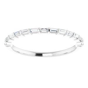https://meteor.stullercloud.com/das/73363393?obj=metals&obj.recipe=white&obj=stones/diamonds/g_Accent&$standard$