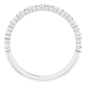 https://meteor.stullercloud.com/das/73363912?obj=metals&obj.recipe=white&obj=stones/diamonds/g_Accent&$standard$