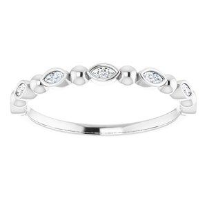https://meteor.stullercloud.com/das/73388411?obj=metals&obj.recipe=white&obj=stones/diamonds/g_Accent&$standard$