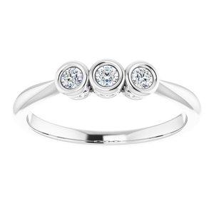 https://meteor.stullercloud.com/das/73393955?obj=metals&obj.recipe=white&obj=stones/diamonds/g_Center%201&obj=stones/diamonds/g_Center%202&obj=stones/diamonds/g_Center%203&$standard$