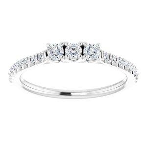 https://meteor.stullercloud.com/das/73394093?obj=metals&obj.recipe=white&obj=stones/diamonds/g_Center%201&obj=stones/diamonds/g_Center%202&obj=stones/diamonds/g_Center%203&obj=stones/diamonds/g_Accent&$standard$