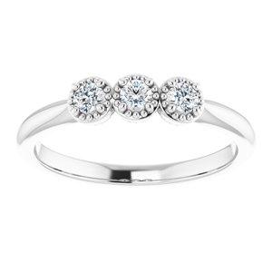 https://meteor.stullercloud.com/das/73394827?obj=metals&obj.recipe=white&obj=stones/diamonds/g_Center%201&obj=stones/diamonds/g_Center%202&obj=stones/diamonds/g_Center%203&$standard$