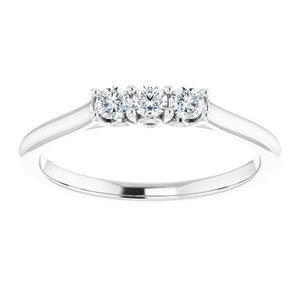https://meteor.stullercloud.com/das/73396642?obj=metals&obj.recipe=white&obj=stones/diamonds/g_Center%201&obj=stones/diamonds/g_Center%202&obj=stones/diamonds/g_Center%203&$standard$