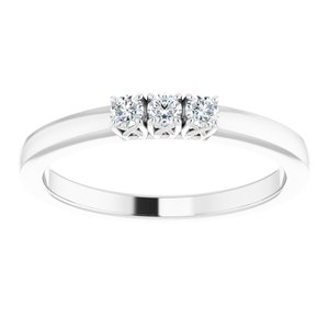 https://meteor.stullercloud.com/das/73396973?obj=metals&obj.recipe=white&obj=stones/diamonds/g_Center%201&obj=stones/diamonds/g_Center%202&obj=stones/diamonds/g_Center%203&$standard$