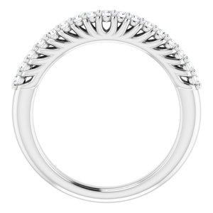 https://meteor.stullercloud.com/das/73398963?obj=metals&obj.recipe=white&obj=stones/diamonds/g_Accent&$standard$