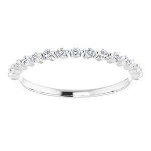 https://meteor.stullercloud.com/das/73466475?obj=metals&obj.recipe=white&obj=stones/diamonds/g_Accent&$standard$