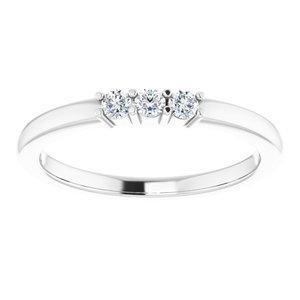 https://meteor.stullercloud.com/das/73481892?obj=metals&obj.recipe=white&obj=stones/diamonds/g_Center%201&obj=stones/diamonds/g_Center%202&obj=stones/diamonds/g_Center%203&$standard$