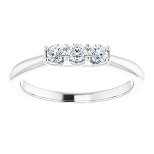 https://meteor.stullercloud.com/das/73532733?obj=metals&obj.recipe=white&obj=stones/diamonds/g_Center%201&obj=stones/diamonds/g_Center%202&obj=stones/diamonds/g_Center%203&$standard$