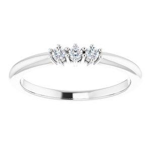 https://meteor.stullercloud.com/das/73692125?obj=metals&obj.recipe=white&obj=stones/diamonds/g_Center%201&obj=stones/diamonds/g_Center%202&obj=stones/diamonds/g_Center%203&$standard$