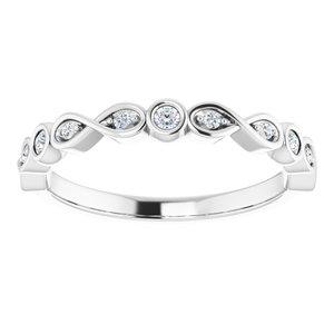 https://meteor.stullercloud.com/das/76011589?obj=metals&obj.recipe=white&obj=stones/diamonds/g_Center%201&obj=stones/diamonds/g_Center%202&obj=stones/diamonds/g_Center%203&obj=stones/diamonds/g_Accent&$standard$