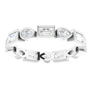 https://meteor.stullercloud.com/das/94914590?obj=metals&obj.recipe=white&obj=stones/diamonds/g_Center&obj=stones/diamonds/g_Accent&$standard$