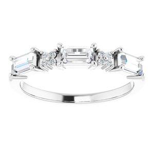 https://meteor.stullercloud.com/das/95569984?obj=metals&obj.recipe=white&obj=stones/diamonds/g_Center&obj=stones/diamonds/g_Accent&$standard$