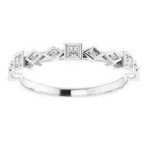 https://meteor.stullercloud.com/das/95746187?obj=metals&obj.recipe=white&obj=stones/diamonds/g_Center%201&obj=stones/diamonds/g_Center%202&obj=stones/diamonds/g_Center%203&obj=stones/diamonds/g_Accent&$standard$