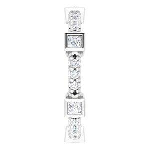 https://meteor.stullercloud.com/das/96995511?obj=metals&obj.recipe=white&obj=stones/diamonds/g_Center&obj=stones/diamonds/g_Accent&$standard$