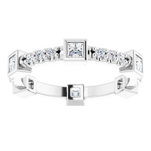 https://meteor.stullercloud.com/das/96995514?obj=metals&obj.recipe=white&obj=stones/diamonds/g_Center&obj=stones/diamonds/g_Accent&$standard$